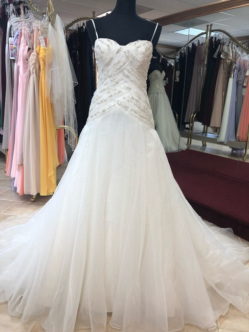 Item - Ivory Organza and A-line Gown Destination Wedding Dress Size 4 (S)