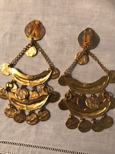 Kenneth Jay Lane Kenneth Jay Lane Gold coin clip on earrings Image 2