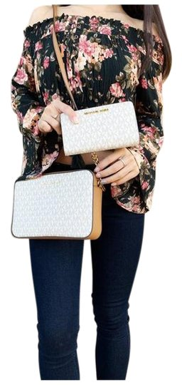 Preload https://img-static.tradesy.com/item/25726576/michael-kors-east-west-jet-set-large-acorn-wallet-vanilla-cross-body-bag-0-1-540-540.jpg