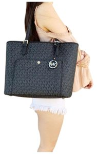 Michael Kors Womens Signature Tote in Black