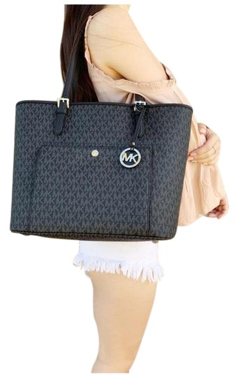 Preload https://img-static.tradesy.com/item/25726682/michael-kors-jet-set-large-top-zip-snap-pocket-handbag-mk-black-tote-0-1-540-540.jpg