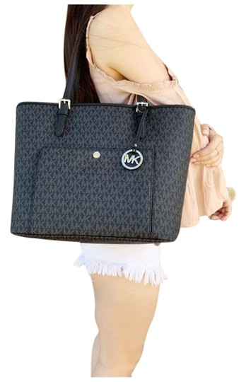 Preload https://img-static.tradesy.com/item/25726799/michael-kors-jet-set-large-top-zip-snap-pocket-handbag-mk-black-tote-0-1-540-540.jpg
