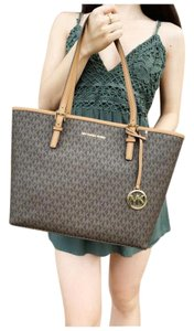 Michael Kors Womens Signature Tote in Brown