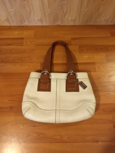 Preload https://img-static.tradesy.com/item/25727071/coach-1941-soho-large-cream-and-cognac-leather-tote-0-1-540-540.jpg