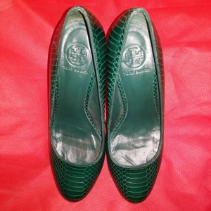 Tory Burch Hunter Green Pumps