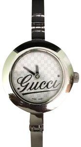 Gucci braclet logo watch comes with free mirror