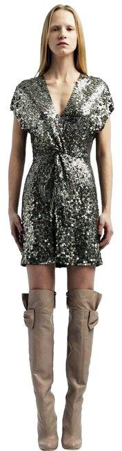 Item - Silver Sequin Front Knot Twisted Metallic Silk Short Cocktail Dress Size 8 (M)