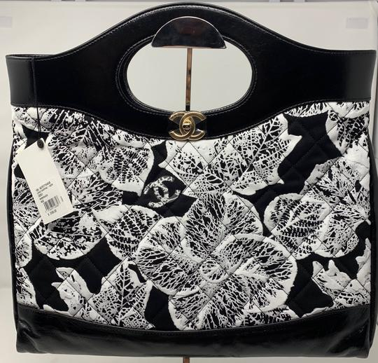 Chanel Tote in black and white Image 1