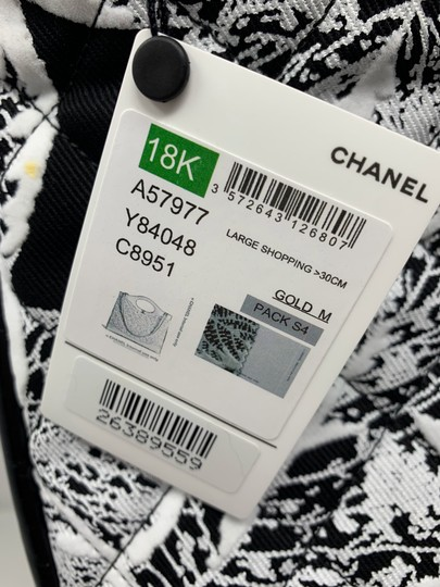 Chanel Tote in black and white Image 3