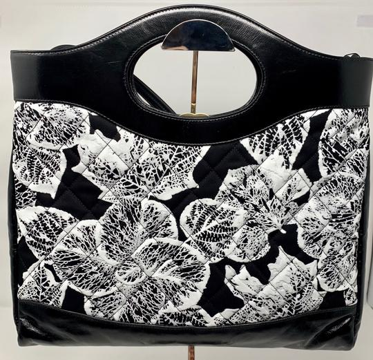 Chanel Tote in black and white Image 4