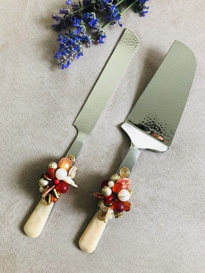 Preload https://img-static.tradesy.com/item/25734057/ivory-and-red-cake-knife-set-with-crystal-bead-resin-handle-serverware-0-1-540-540.jpg