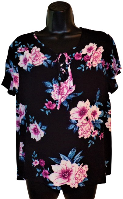 Item - Black with & Blue Flowers Short Sleeve Pullover Blouse Size 12 (L)