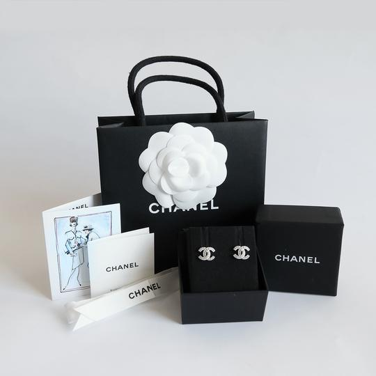 Chanel Chanel Small Classic CC Earring Image 6