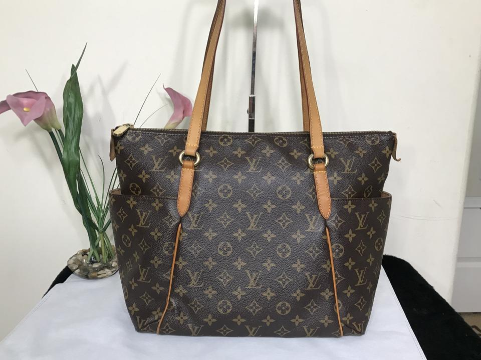 b6e78512705 Louis Vuitton Totally Mm Monogram Brown Coated Canvas Shoulder Bag 36% off  retail