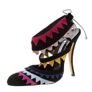 a57ea497a8a51 Manolo Blahnik on Sale - Up to 70% off at Tradesy