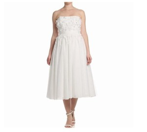 Adrianna Papell Ivory/White Polyester Strapless Tulle Modest Wedding Dress Size 12 (L)