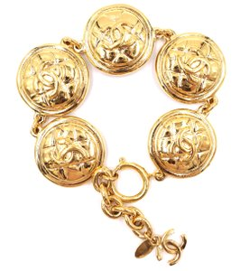 Chanel CC medallion pendant charm Gold links bracelet cuff