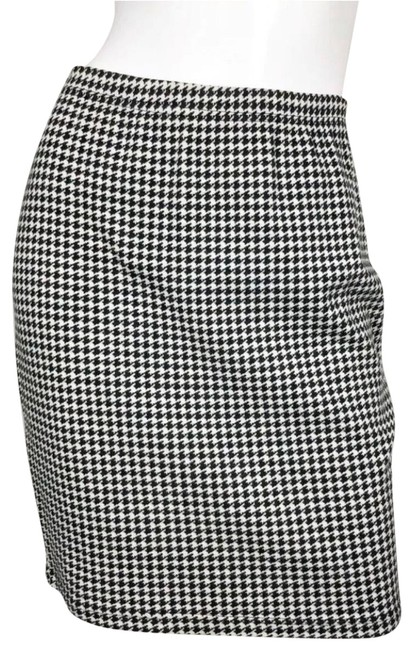 Preload https://img-static.tradesy.com/item/25748488/adrienne-vittadini-black-and-white-sport-a-line-skirt-size-4-s-27-0-2-650-650.jpg