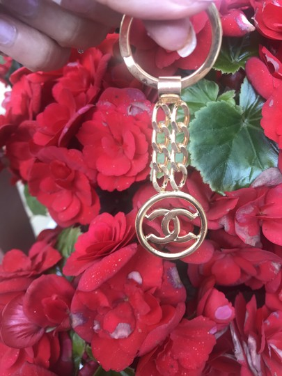 Chanel Chanel 24 kt gold high polished brass keychain Image 1
