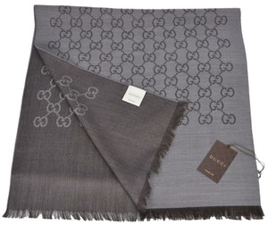 e0a707348a Gucci Silk Scarves - Up to 70% off at Tradesy
