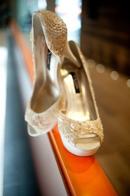 Item - Ivory Sequined Pumps Size US 8.5