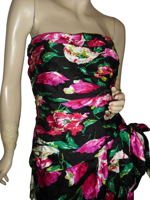 Item - Black Red Green White Strapless Ruched Boned Pure Silk Body Fit Pencil Skirt Mid-length Cocktail Dress Size 4 (S)