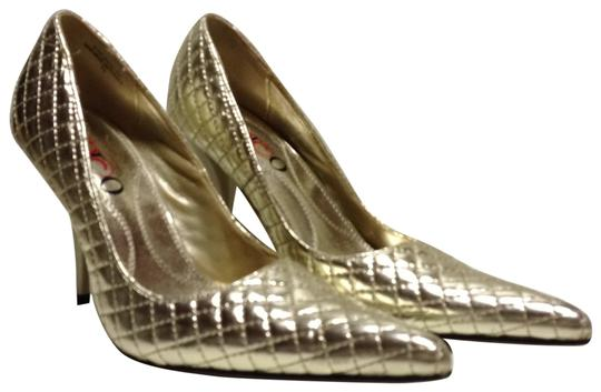 Preload https://item4.tradesy.com/images/gold-metallic-pointy-pumps-size-us-75-25753-0-1.jpg?width=440&height=440