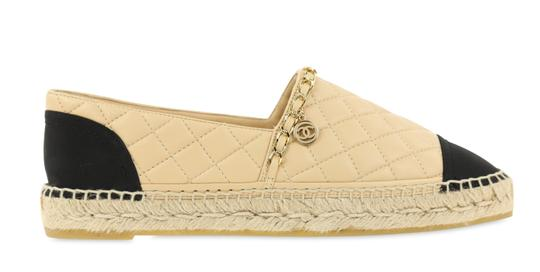 Preload https://img-static.tradesy.com/item/25753209/chanel-beige-quilted-chain-link-espadrilles-flats-size-eu-41-approx-us-11-regular-m-b-0-1-540-540.jpg