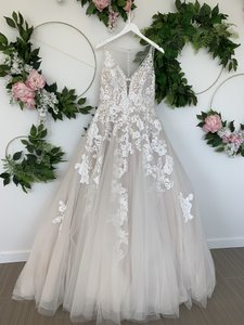 Pronovias Beige with Off-white Appliques Lace and Tulle Elsira Feminine Wedding Dress Size 10 (M)