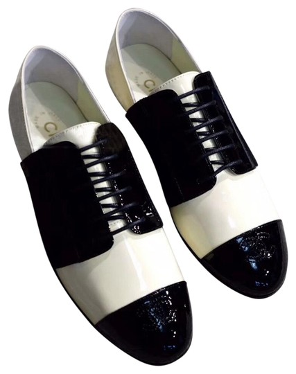 Preload https://img-static.tradesy.com/item/25755521/chanel-black-and-ivory-loafers-flats-size-us-7-regular-m-b-0-1-540-540.jpg