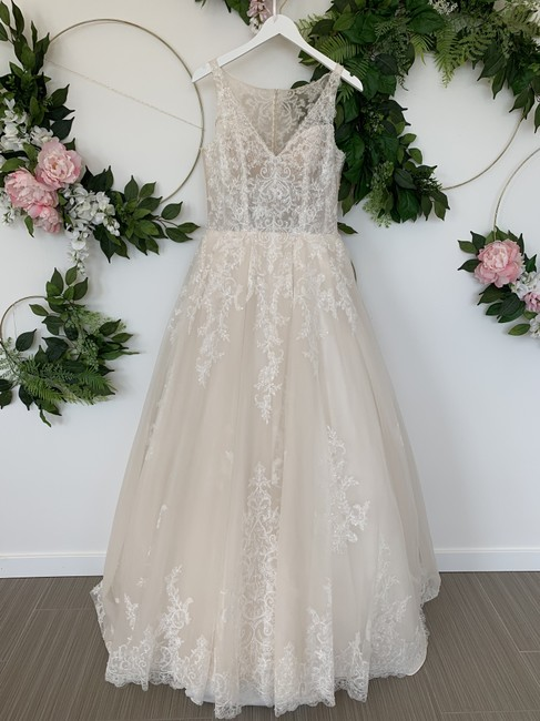 Item - Off White with Beige Tulle Ema Feminine Wedding Dress Size 8 (M)