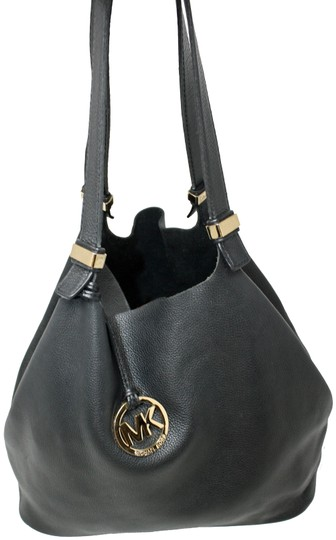 Preload https://img-static.tradesy.com/item/25758069/michael-kors-shoulder-colgate-reversible-black-leather-hobo-bag-0-1-540-540.jpg