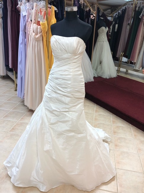 Item - Ivory Taffeta Fit and Flare Gown Destination Wedding Dress Size 8 (M)