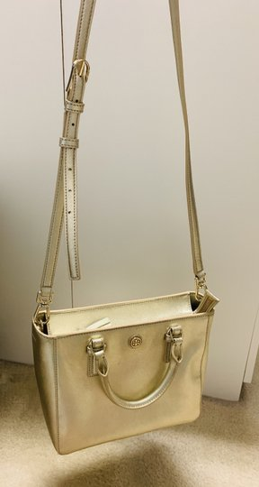 Tory Burch Tote in Gold Image 4