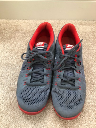 Nike gray / red Athletic Image 2