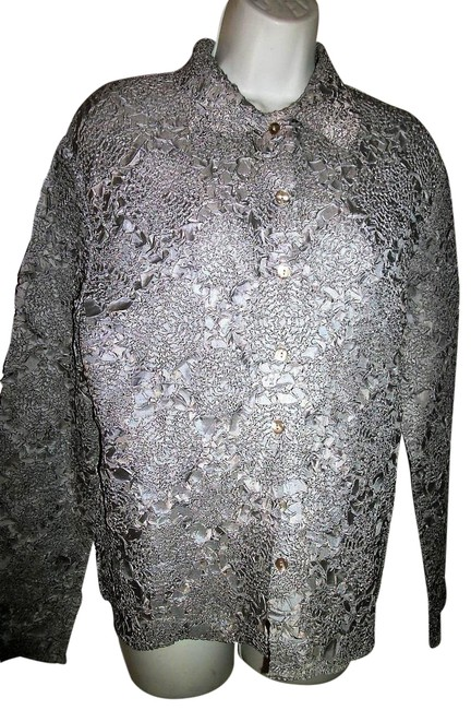 Preload https://img-static.tradesy.com/item/25760962/silvery-gray-crinkled-poly-blouse-size-10-m-0-1-650-650.jpg