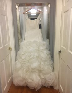 White by Vera Wang Ivory Organza Style Halter Fit and Flair Sequin Flowers Modern Wedding Dress Size 6 (S)
