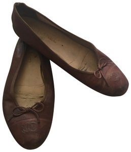 bca25b6a8b7 Brown Chanel Flats Up to 90% off at Tradesy
