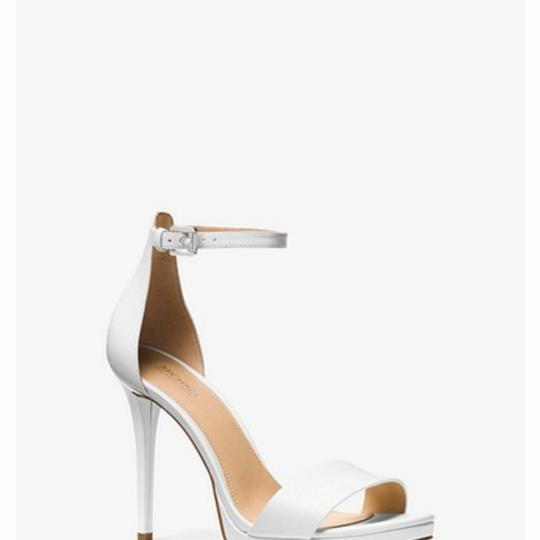 Preload https://item4.tradesy.com/images/michael-kors-white-leather-hutton-sandals-size-us-9-regular-m-b-25764608-0-1.jpg?width=440&height=440