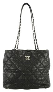 Chanel Leather Zip Tote in black
