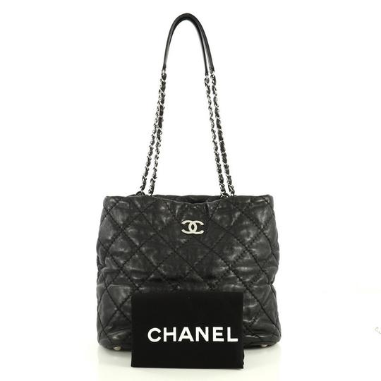 Chanel Leather Zip Tote in black Image 1