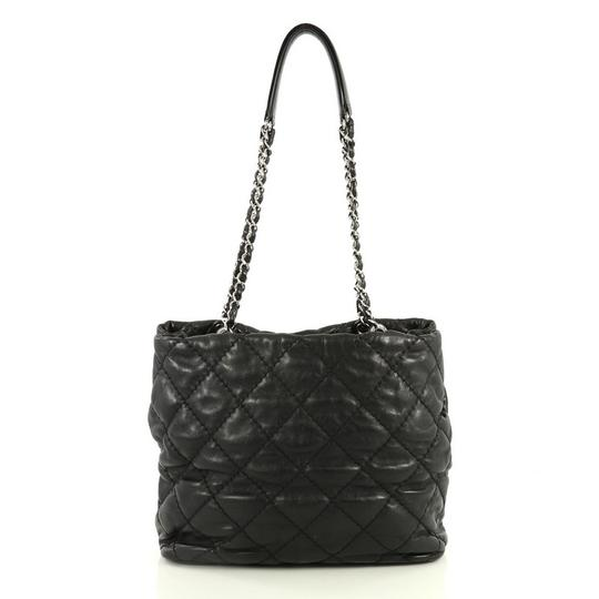 Chanel Leather Zip Tote in black Image 3