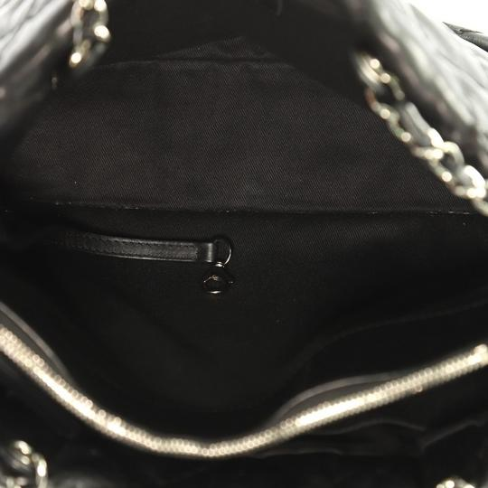 Chanel Leather Zip Tote in black Image 5