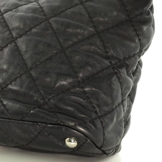 Chanel Leather Zip Tote in black Image 6