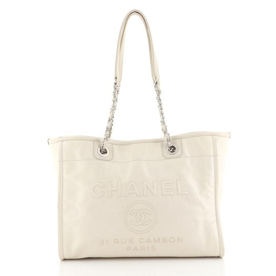 Preload https://img-static.tradesy.com/item/25764784/chanel-deauville-glazed-small-white-calfskin-leather-tote-0-0-540-540.jpg