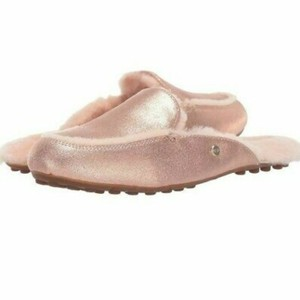 76c05b6fd85 Pink UGG Australia Sandals Up to 90% off at Tradesy