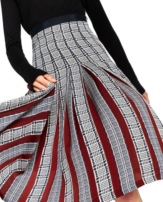 Preload https://img-static.tradesy.com/item/25764937/zara-multicolor-printed-accordion-pleated-skirt-size-6-s-28-0-1-650-650.jpg