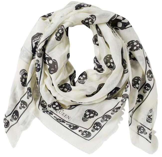 Item - White Scarf/Wrap