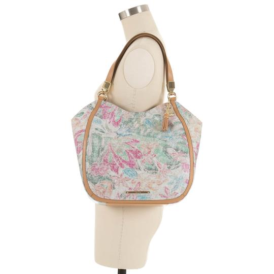 Preload https://img-static.tradesy.com/item/25765203/brahmin-marianna-talitha-floral-leather-shoulder-bag-0-0-540-540.jpg