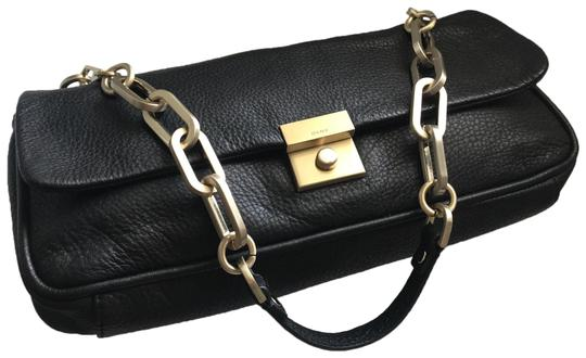 Preload https://img-static.tradesy.com/item/25765204/dkny-purse-black-leather-shoulder-bag-0-1-540-540.jpg